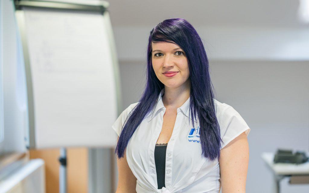 HtW, Jeanine Windbacher, Portrait, Handhabungstechnik, Winter, Mitarbeiter, Marketing, Homepage, Webdesign