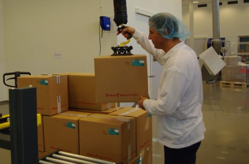 VacuCobra_box lifting_pharma industry_Sweden (1)